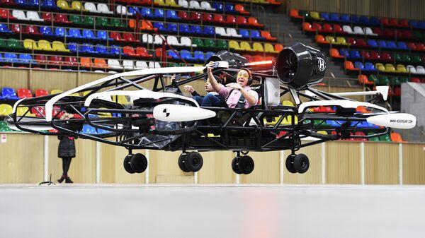 Испытание дрона-такси в помещении Малой спортивной арены олимпийского комплекса Лужники в Москве