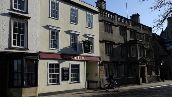 Бар Ягненок и флаг в Оксфорде