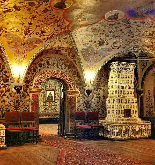 Интерьер Теремного дворца в Московском Кремле