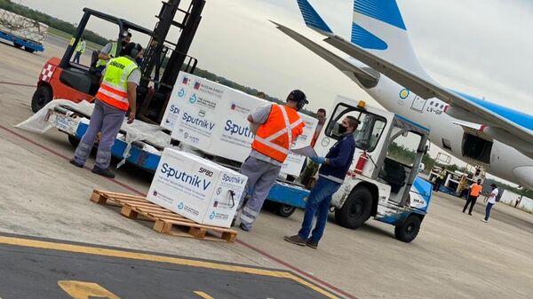 Самолет аргентинской авиакомпании Aerolineas Argentinas приземлился в Буэнос-Айресе с очередной партией российской вакцины от коронавируса Спутник V