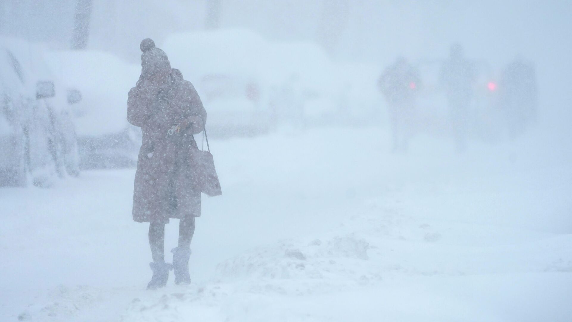 Женщина во время снегопада в Джерси-Сити - РИА Новости, 1920, 15.03.2021