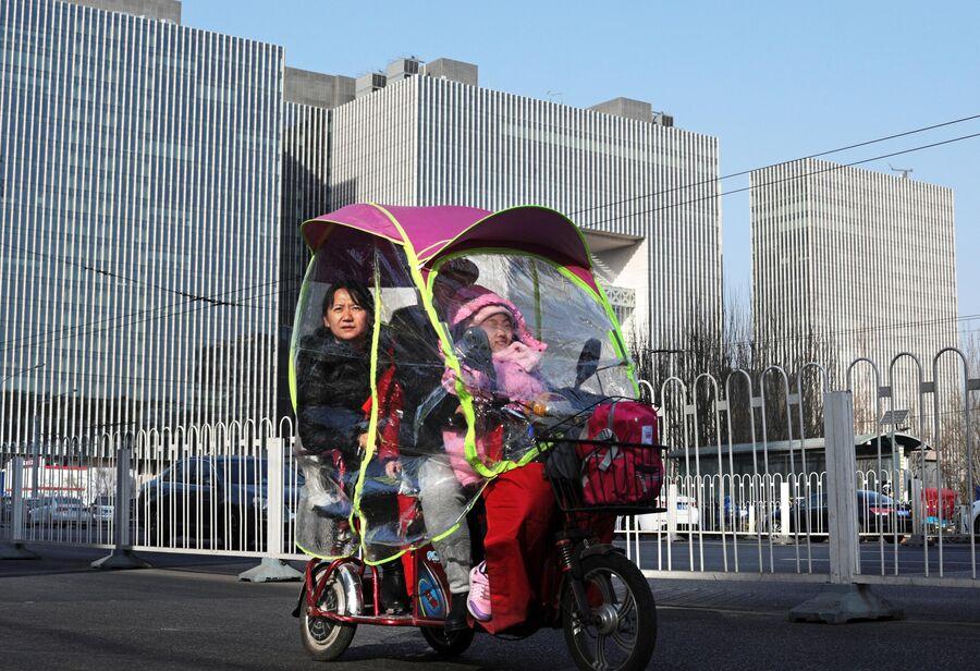 Такси-мопед на улице Пекина