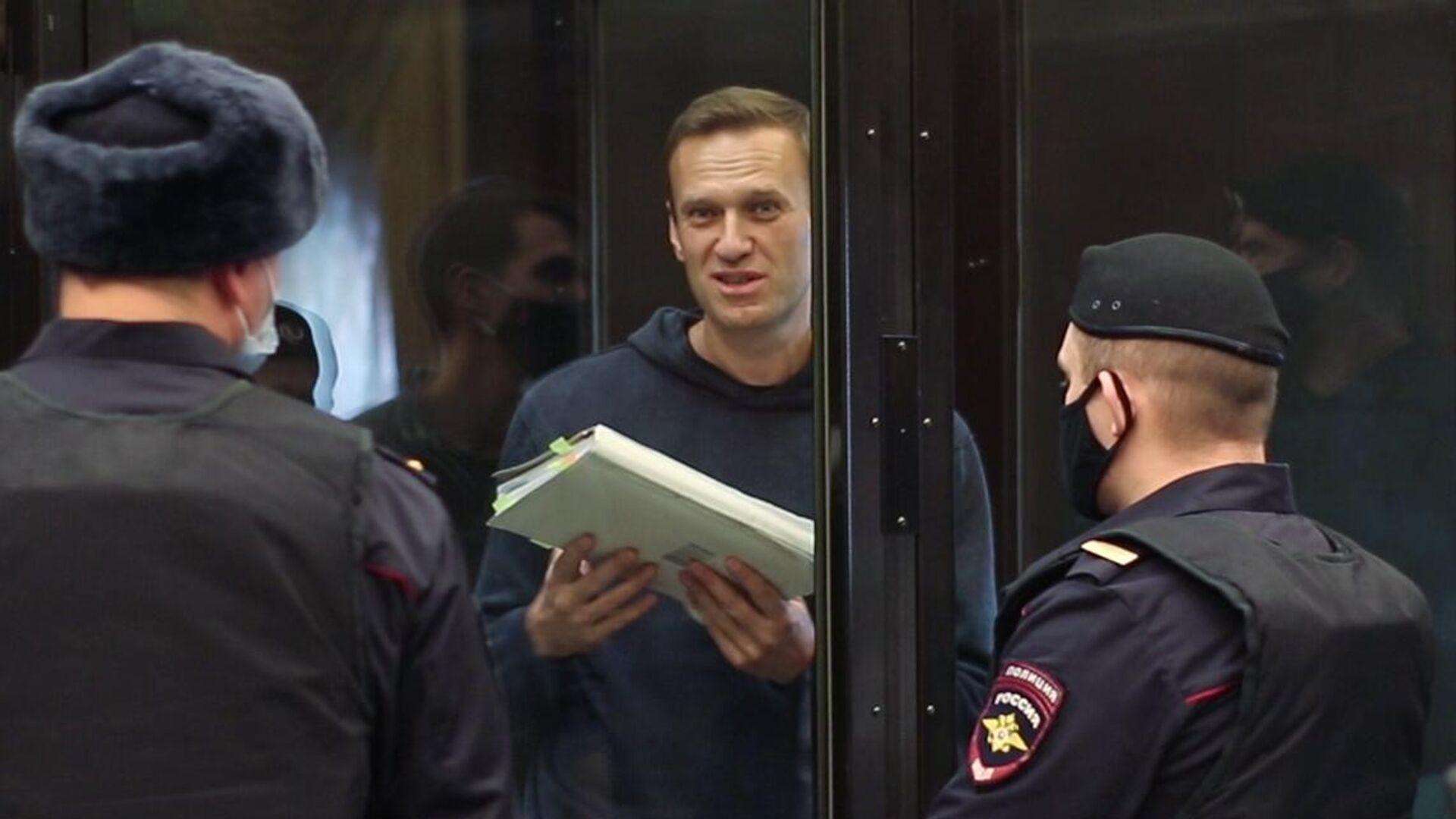"""Навальный показал себя на суде как """"опытный подсудимый"""", заявил юрист"""
