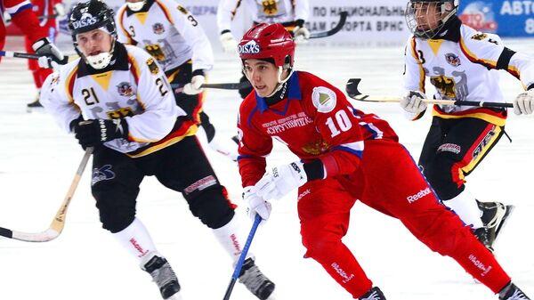 Алмаз Миргазов (Россия) в матче 1/4 финала чемпионата мира по хоккею с мячом между сборными командами России и Германии.