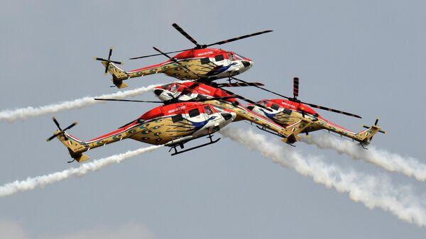 Вертолетная команда ВВС Индии на авиасалоне Aero India 2021 в Бангалоре, Индия