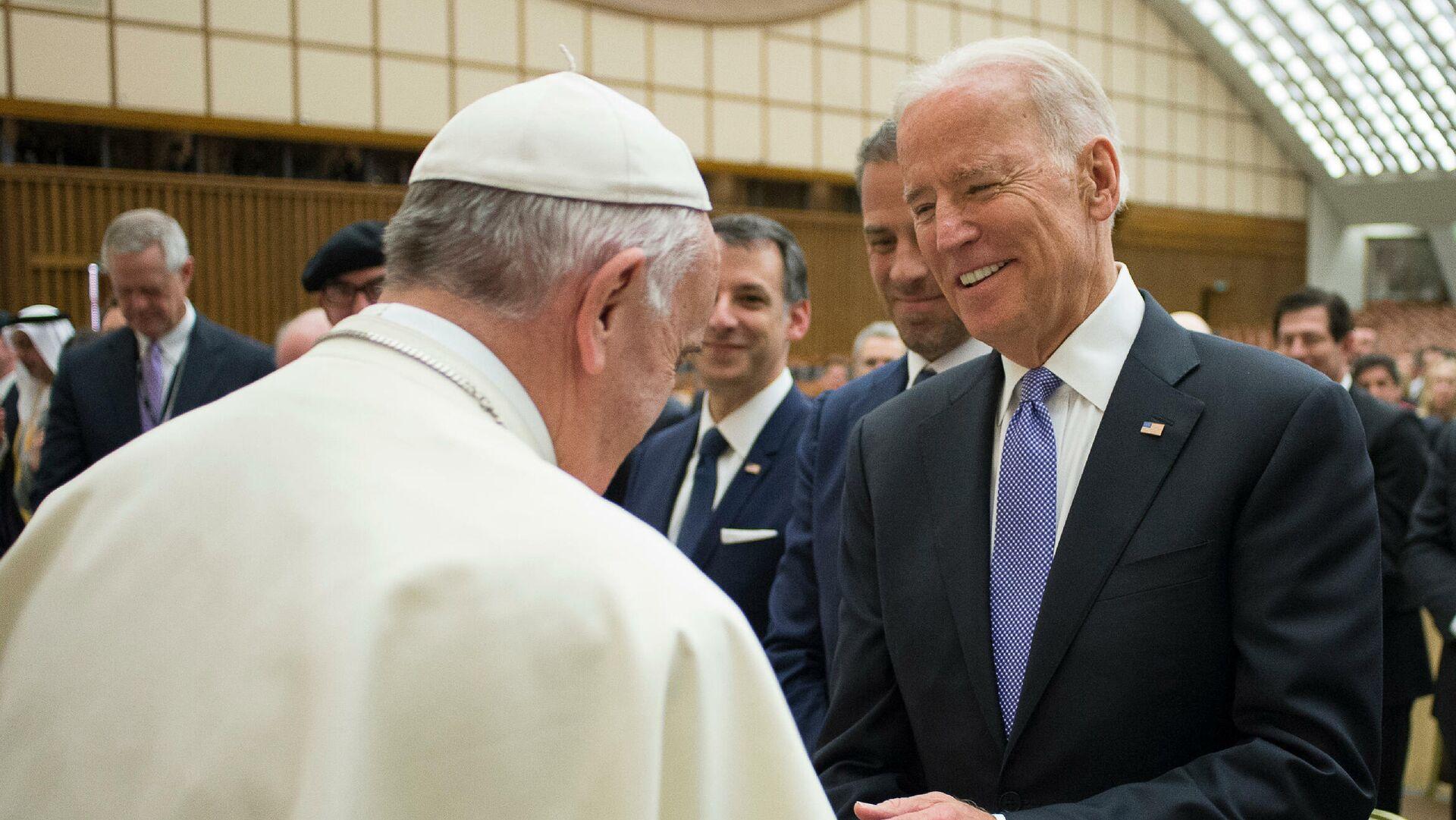 Джо Байден и Папа Римский Франциск в Ватикане  - РИА Новости, 1920, 05.02.2021