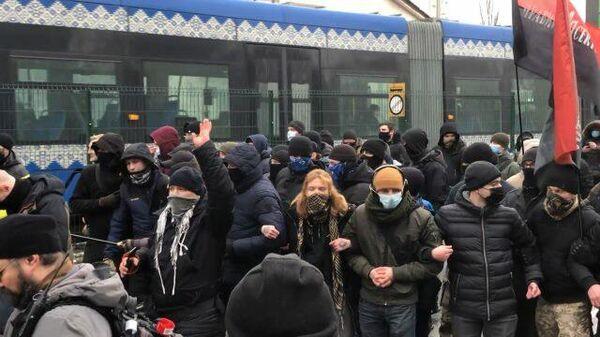 Протест радикалов у здания телеканала Наш в Киеве