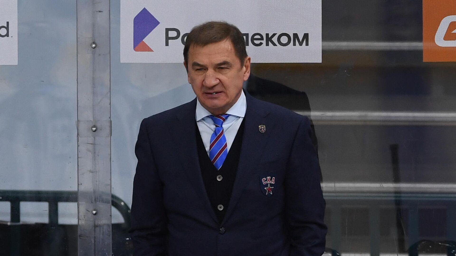 Главный тренер СКА Валерий Брагин и хоккеисты клуба - РИА Новости, 1920, 25.02.2021