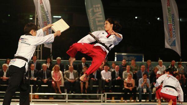 Выступление спортсменок на спортивном фестивале СпортАккорд