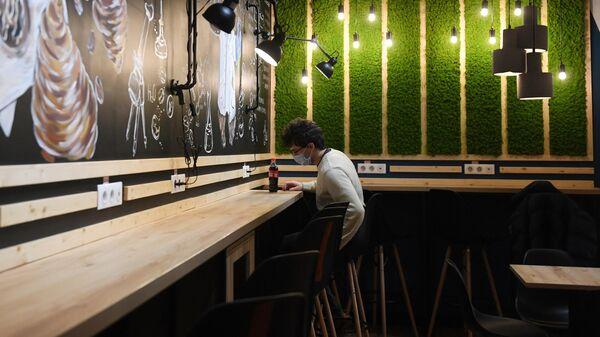 В вузах Москвы студенты и работники смогут посещать столовые без QR-кода