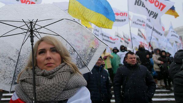 Участница всеукраинской акции за налоговые послабления для малого бизнеса на Майдане Незалежности в Киеве