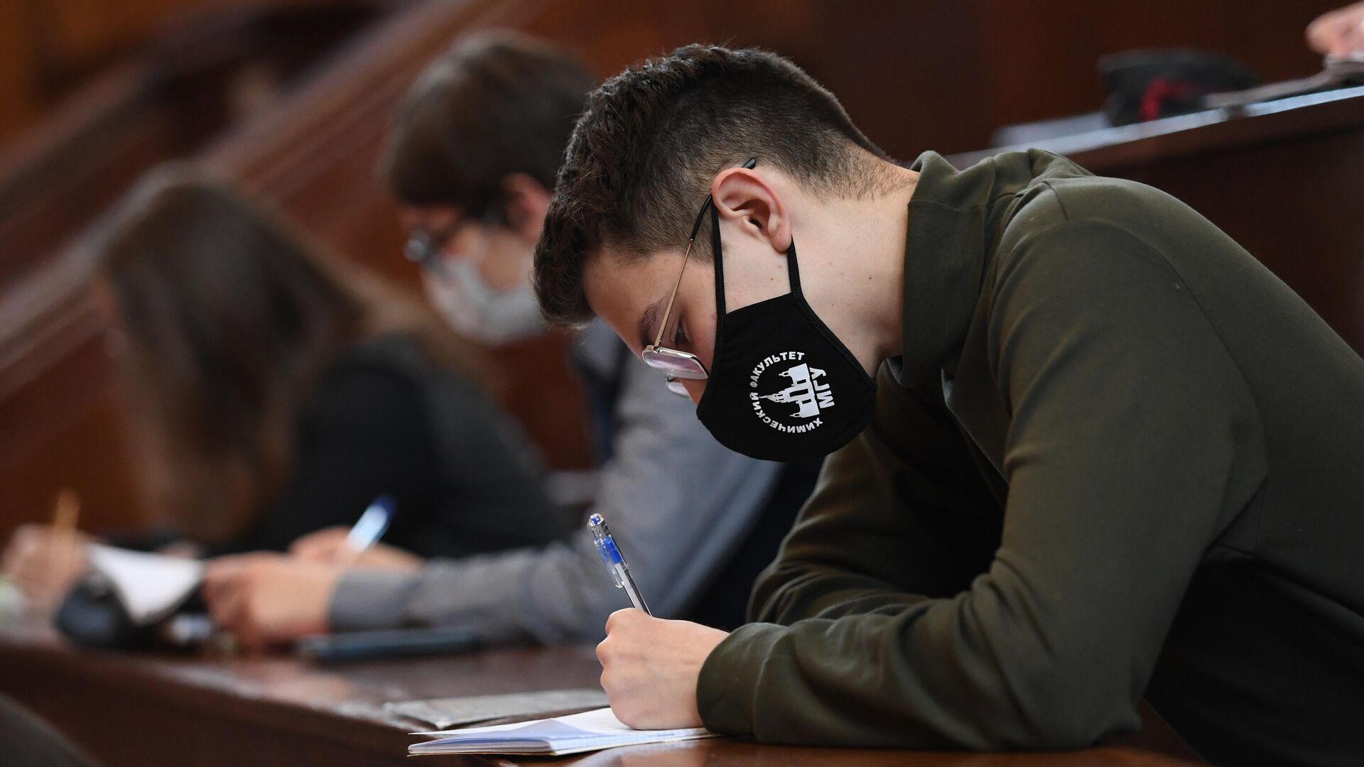 Студенты во время лекции в аудитории МГУ - РИА Новости, 1920, 04.08.2021