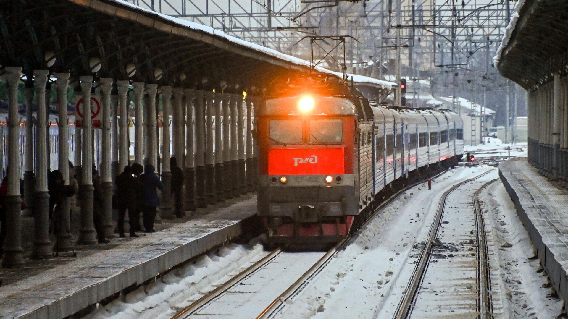 Пассажирский поезд Минск-Москва прибывает на Белорусский вокзал в Москве - РИА Новости, 1920, 03.03.2021