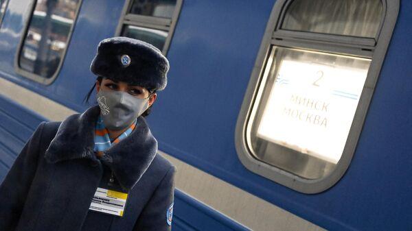 Проводница у поезда Минск-Москва