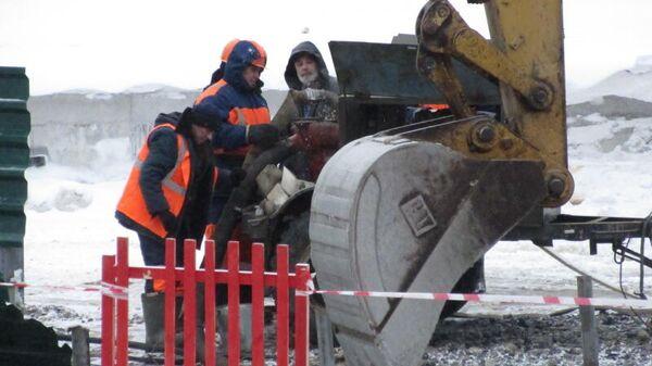 Устранение дефекта на теплотрассе в Куйбышеве, в результате которого произошло отключение теплоснабжения 105 домов