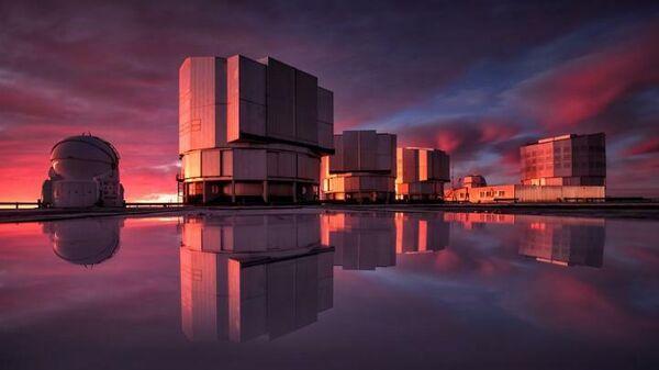 Очень большой телескоп VLT в обсерватории Паранал в чилийской пустыне Атакама