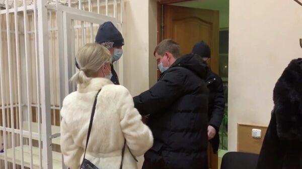 Евгений Козин, подозреваемый в посредничестве во взяточничестве, в суде города  Красноярска. Кадр из видео