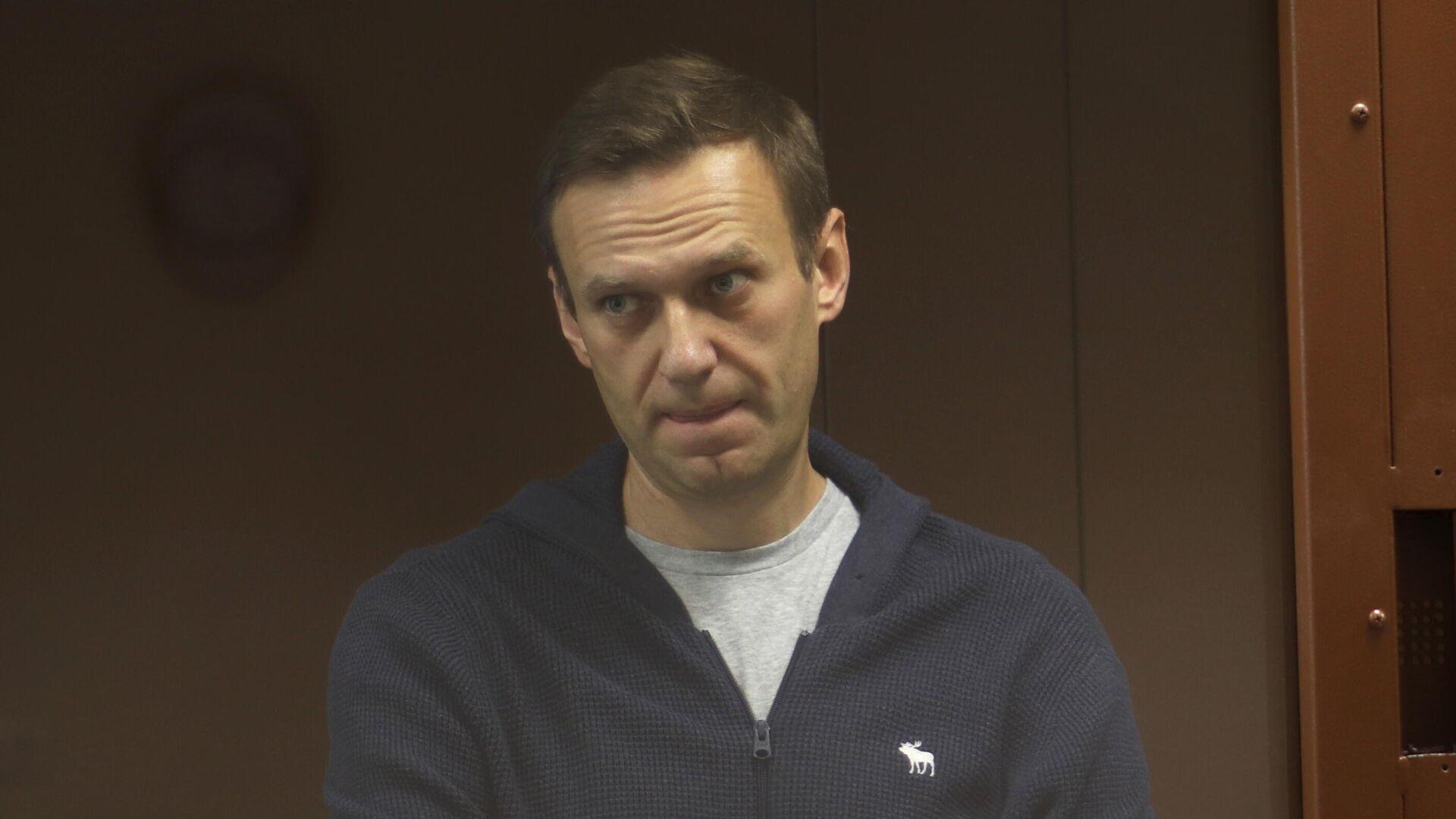 Автозак приехал в суд, где рассмотрят жалобу Навального на замену срока