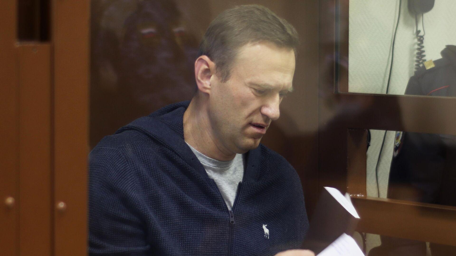 """Навальному сделали новое замечание за угрозу """"вывести судью из зала"""""""