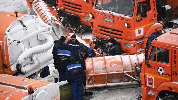 В Москве предложили ограничивать движение грузовиков во время снегопада