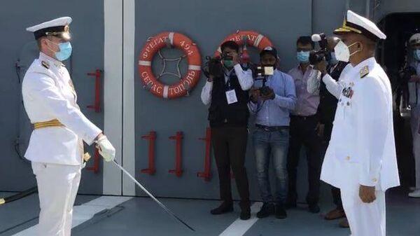 Российские военные показали главкому ВМС Пакистана фрегат Адмирал Григорович