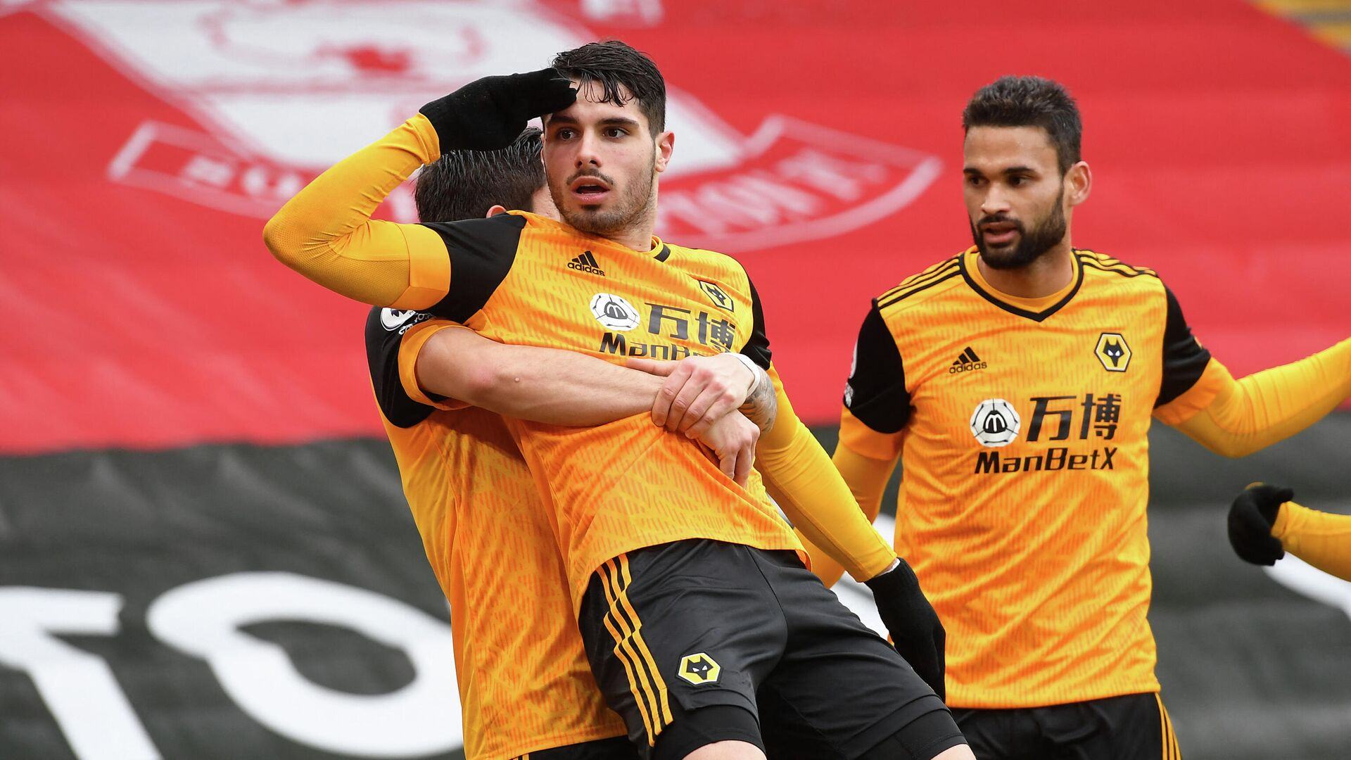 Wolverhampton Wanderers' Portuguese midfielder Pedro Neto (C) celebrates with teammates after scoring their second goal during the English Premier League football match between Southampton and Wolverhampton Wanderers at St Mary's Stadium in Southampton, southern England on February 14, 2021. (Photo by Andy Rain / POOL / AFP) / RESTRICTED TO EDITORIAL USE. No use with unauthorized audio, video, data, fixture lists, club/league logos or 'live' services. Online in-match use limited to 120 images. An additional 40 images may be used in extra time. No video emulation. Social media in-match use limited to 120 images. An additional 40 images may be used in extra time. No use in betting publications, games or single club/league/player publications. /  - РИА Новости, 1920, 14.02.2021