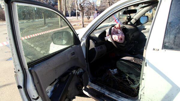 Автомобиль командира одного из батальонов Народной милиции ДНР , поврежденный в результате детонации взрывного устройства, в Горловке