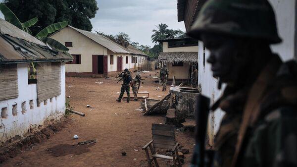 Военнослужащие армии ЦАР в освобожденном от мятежников селе