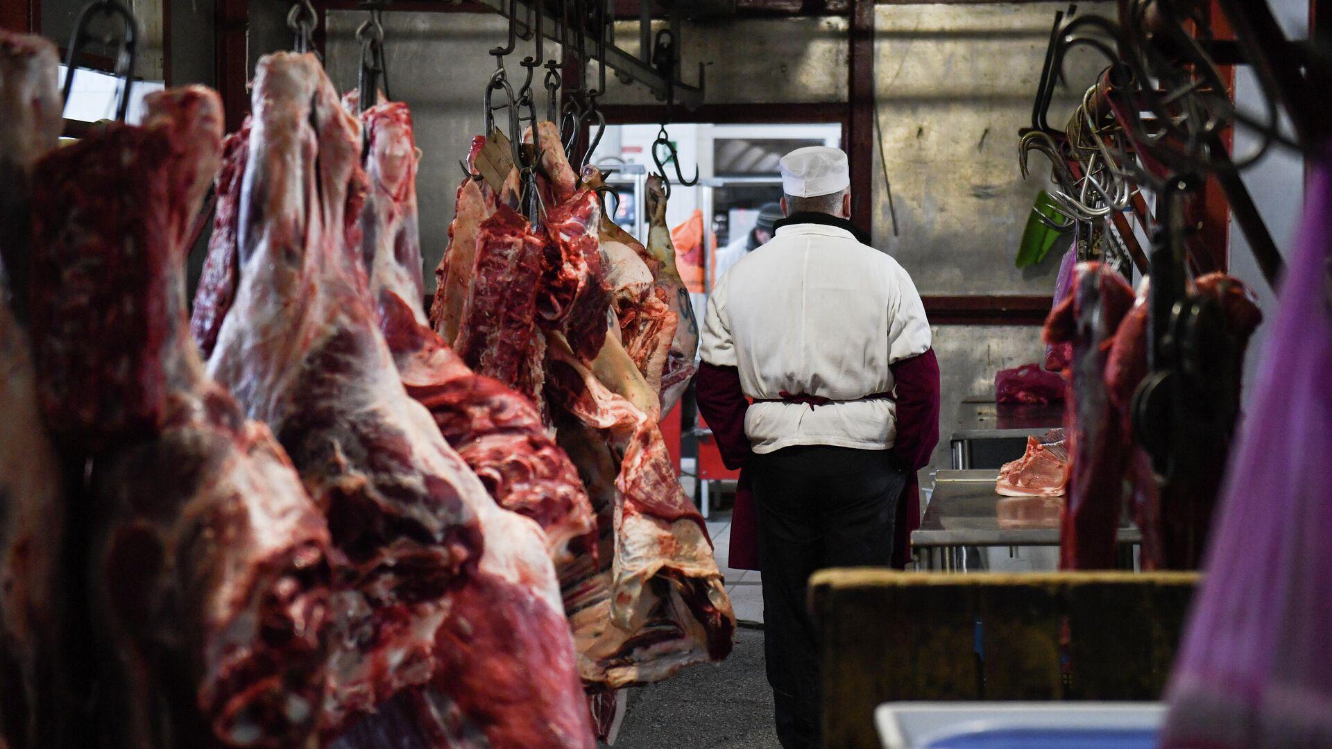 Продажа мяса на Центральном рынке в Симферополе - РИА Новости, 1920, 17.03.2021
