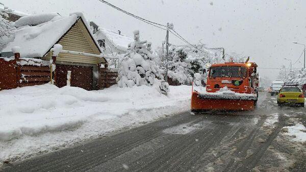 Последствия снегопада в Сочи