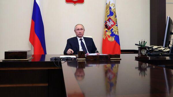Президент РФ Владимир Путин в режиме видеоконференции проводит встречу с руководителями фракций Государственной Думы РФ