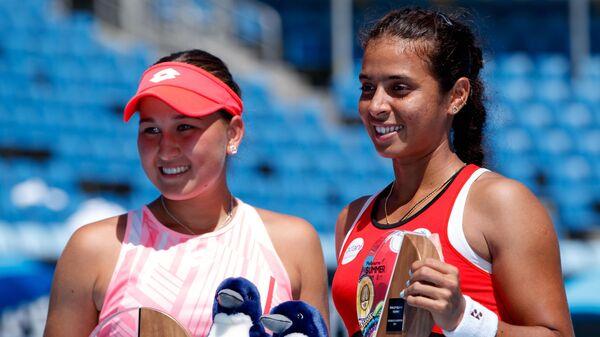 Теннисистки Камилла Рахимова (слева) и Анкита Райна (Индия)