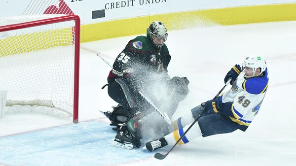Форвард Сент-Луиса Иван Барбашев в матче НХЛ