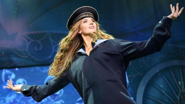 Участница Общероссийского конкурса красоты Краса России 2013 во время выступления в театре Россия.