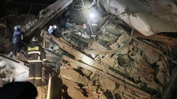 Поисково-спасательные работы на месте обрушения в цеху на Норильской обогатительной фабрике