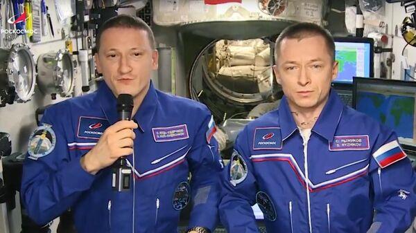 Космонавты на борту МКС поздравили россиян с Днем защитника Отечества