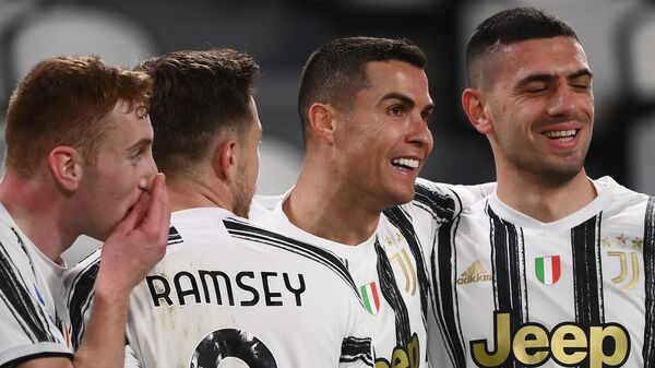 Juventus' Portuguese forward Cristiano Ronaldo (2ndR) celebrates with (From L) Juventus' Swedish forward Dejan Kulusevski, Juventus' Welsh midfielder Aaron Ramsey and Juventus' Turkish defender Merih Demiral after scoring his second goal during the Italian Serie A football match Juventus vs Crotone on February 22, 2021 at the Juventus stadium in Turin. (Photo by Marco BERTORELLO / AFP)