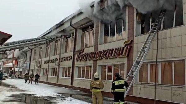 """Пожар в ТЦ """"Ткацкий-1"""" в Горно-Алтайске"""