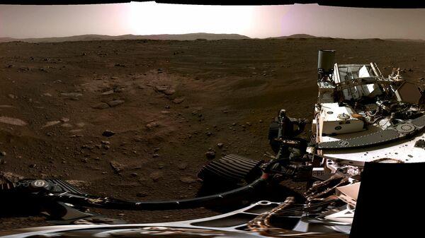 Панорама Марса снятая исследовательским аппаратом NASA's Perseverance Mars Rover. 20 февраля 2021