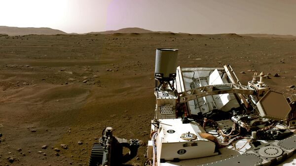Вид с навигационной камеры на марсоход Perseverance Mars Rover