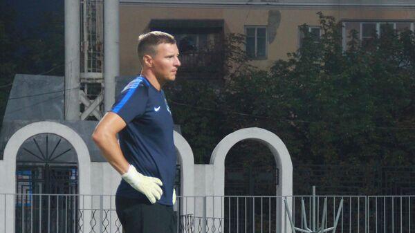 Тренер вратарей Сочи Дмитрий Бородин (слева)