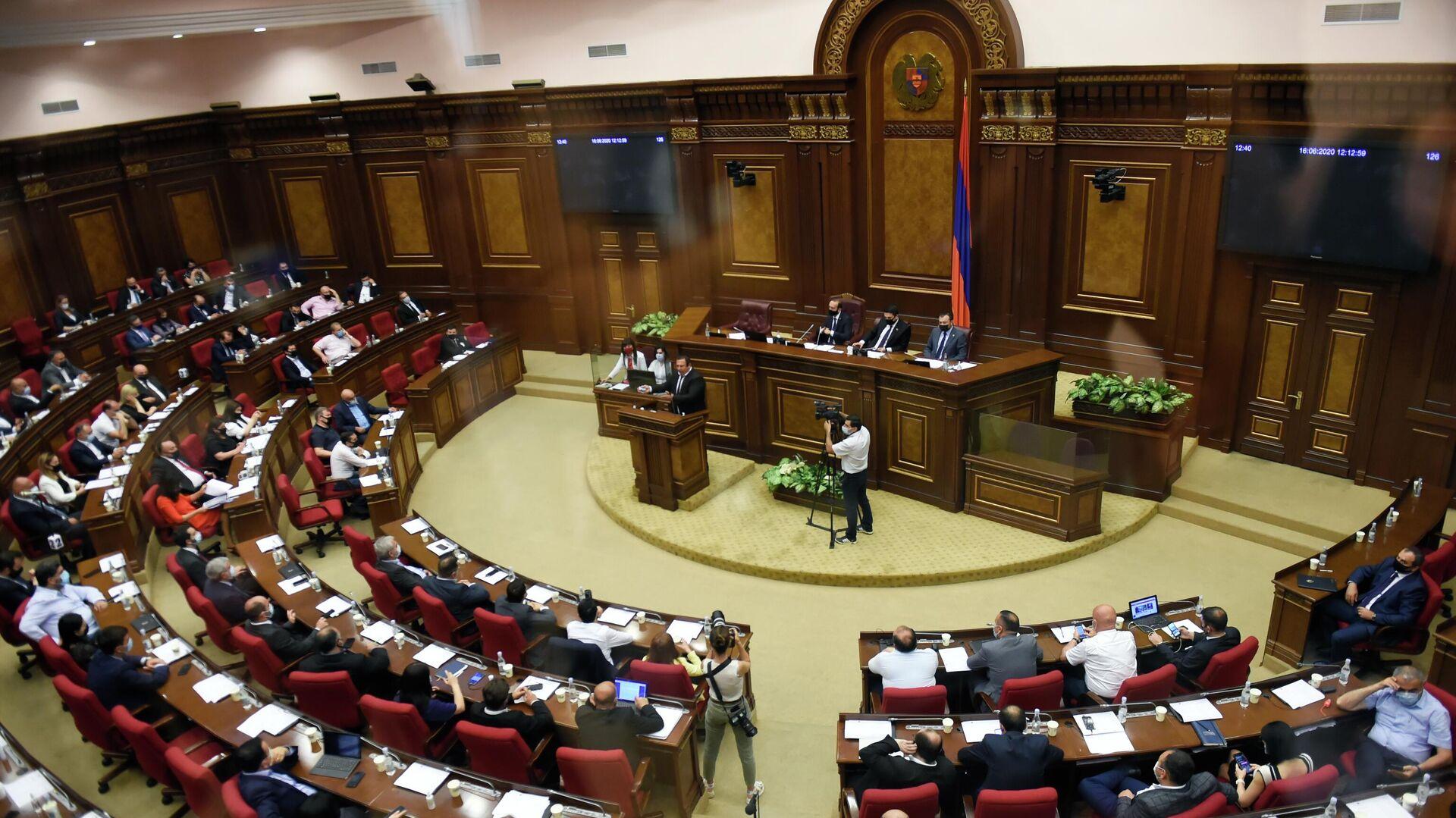 Руководитель оппозиционной партии Процветающая Армения Гагик Царукян выступает в парламенте Армении в Ереване - РИА Новости, 1920, 02.08.2021