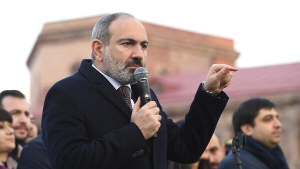 В Армении оппозиция встретила решение Саркисяна аплодисментами