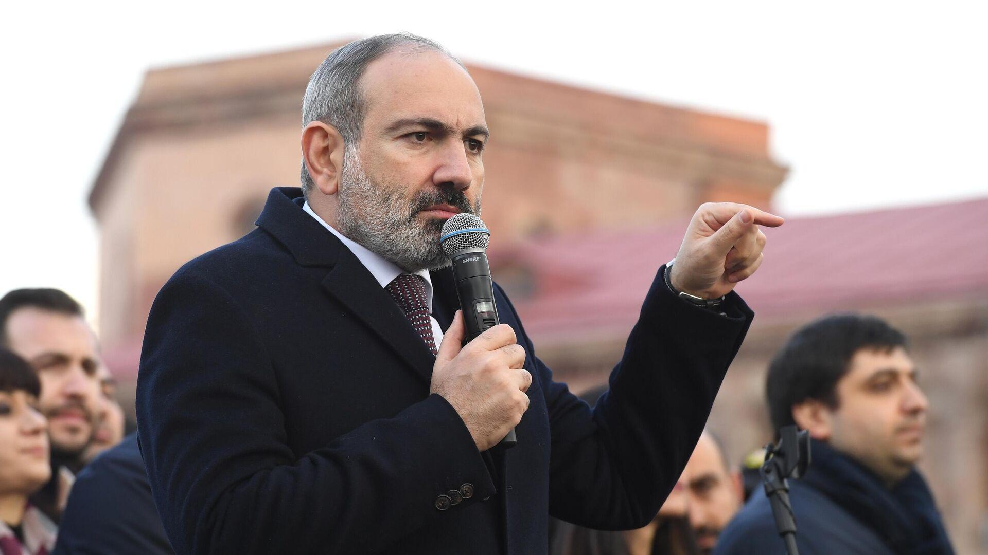 Премьер-министр Никола Пашинян выступает перед своими сторонниками в Ереване - РИА Новости, 1920, 03.05.2021