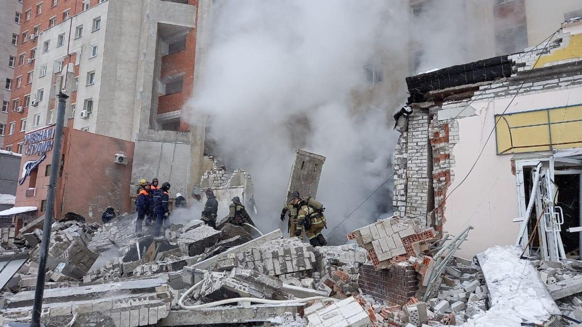Разбор завалов на месте взрыва в жилом доме на Мещерском бульваре в Нижнем Новгороде - РИА Новости, 1920, 26.02.2021