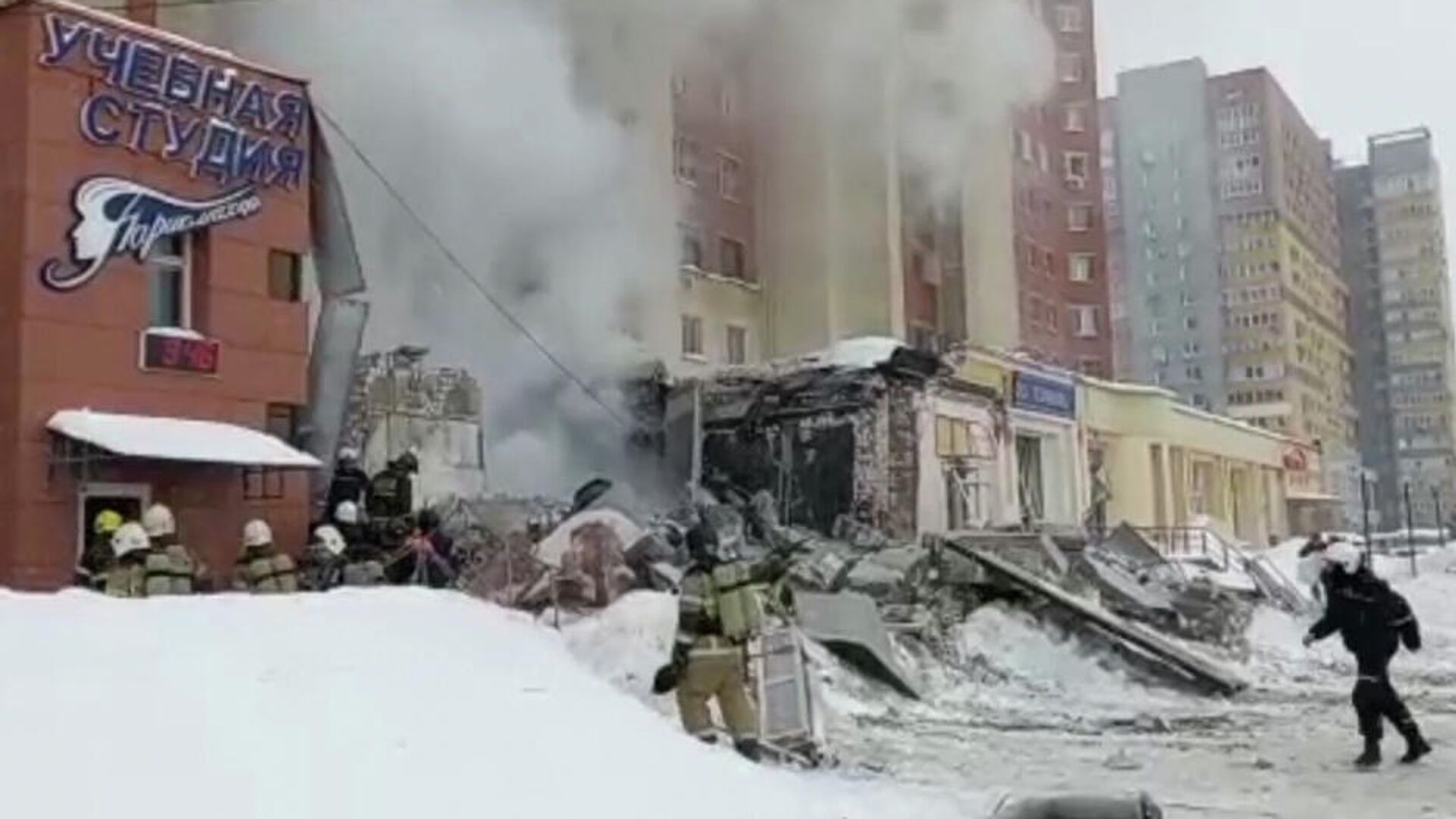 Место взрыва в жилом доме на Мещерском бульваре в Нижнем Новгороде. Кадр видео - РИА Новости, 1920, 26.02.2021
