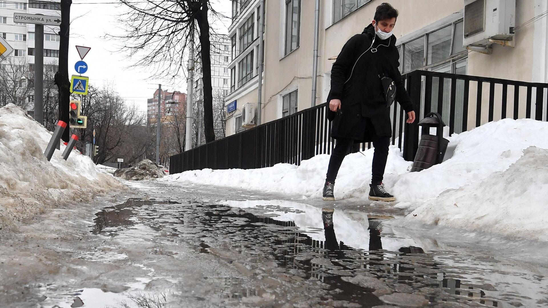 Мужчина на одной из улиц в Москве - РИА Новости, 1920, 02.03.2021