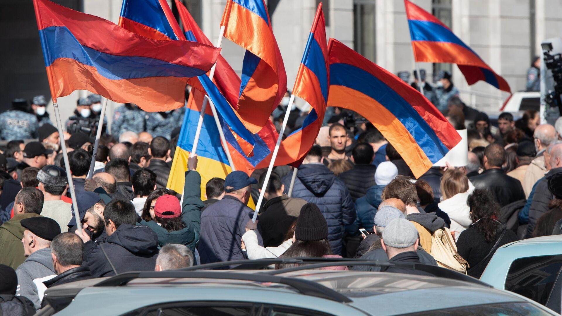 Участники митинга оппозиции в Ереване - РИА Новости, 1920, 28.02.2021