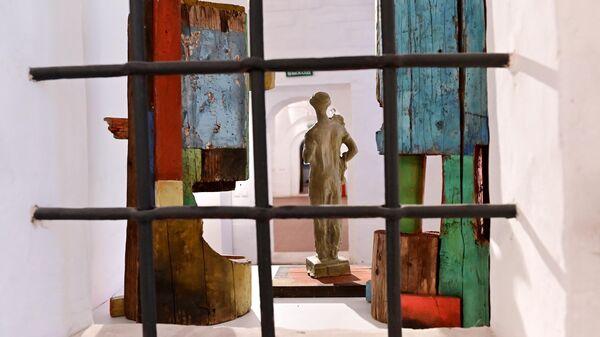 Экспозиция Тракторист в городе художницы Наташи Арендт и скульптора Меер Айзенштадт на выставке Уроки ВХУТЕМАСа в доме-музее К.С. Станиславского в Москве.