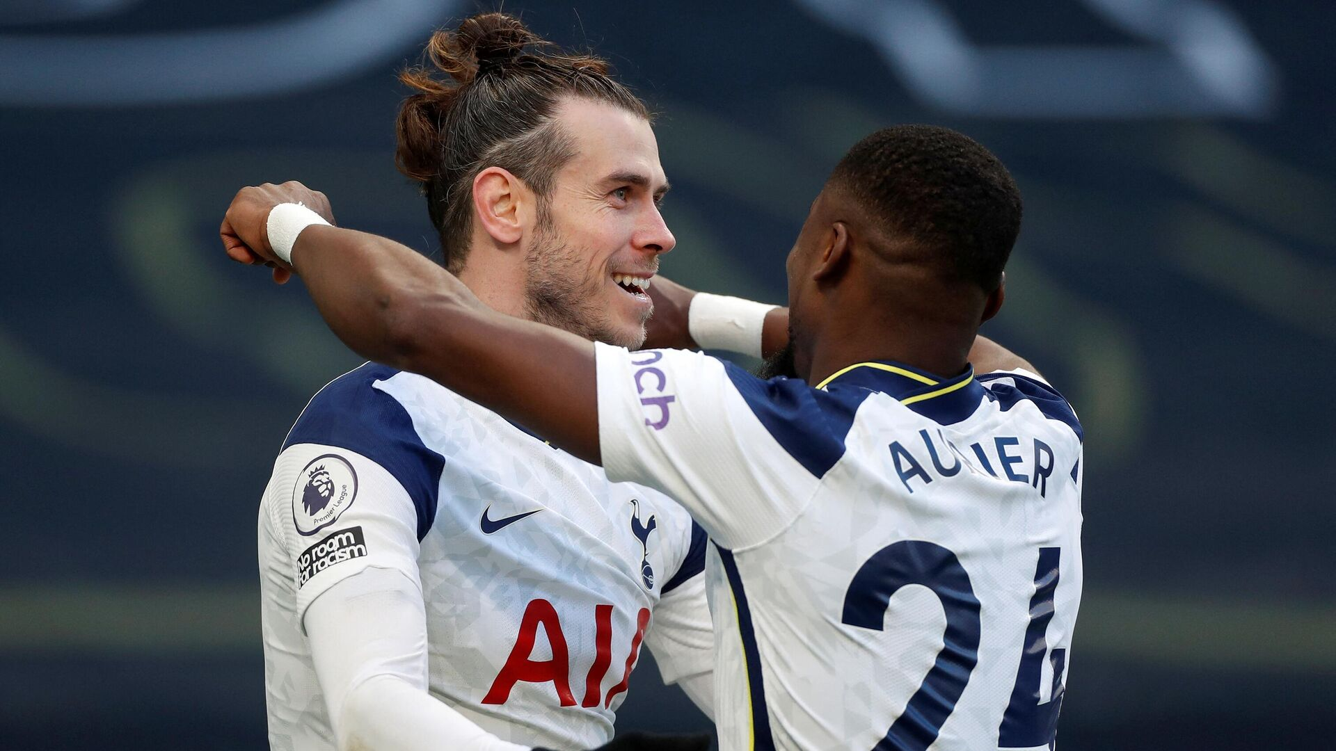 Tottenham Hotspur's Welsh striker Gareth Bale (L) celebrates scoring his team's fourth goal, his second, with Tottenham Hotspur's Ivorian defender Serge Aurier during the English Premier League football match between Tottenham Hotspur and Burnley at Tottenham Hotspur Stadium in London, on February 28, 2021. (Photo by MATTHEW CHILDS / POOL / AFP) / RESTRICTED TO EDITORIAL USE. No use with unauthorized audio, video, data, fixture lists, club/league logos or 'live' services. Online in-match use limited to 120 images. An additional 40 images may be used in extra time. No video emulation. Social media in-match use limited to 120 images. An additional 40 images may be used in extra time. No use in betting publications, games or single club/league/player publications. /  - РИА Новости, 1920, 28.02.2021